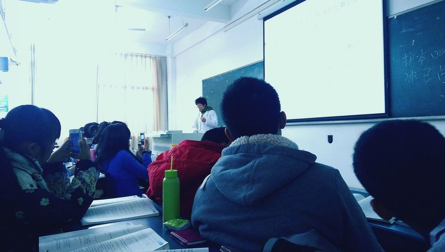 students record PPT by phone. Chinese University