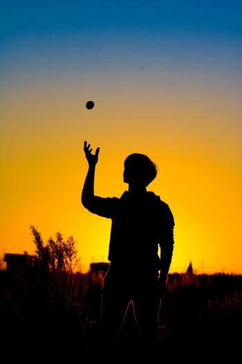 Afternoon Sky Orange Color Orange Orange Sky Orange - Fruit Sunset Sport Men Silhouette Sportsman Hot Air Balloon Sky Juggling My Best Photo