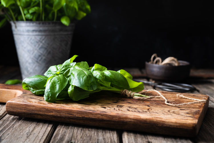 fresh basil on wooden cutting board   food photography Wood - Material Food And Drink Food Freshness Green Color Healthy Eating Cutting Board Leaf Wellbeing Plant Part Vegetable Still Life Close-up Herb Basil Food Photography Foodphotography Nikonphotographer No People Plant Fresh