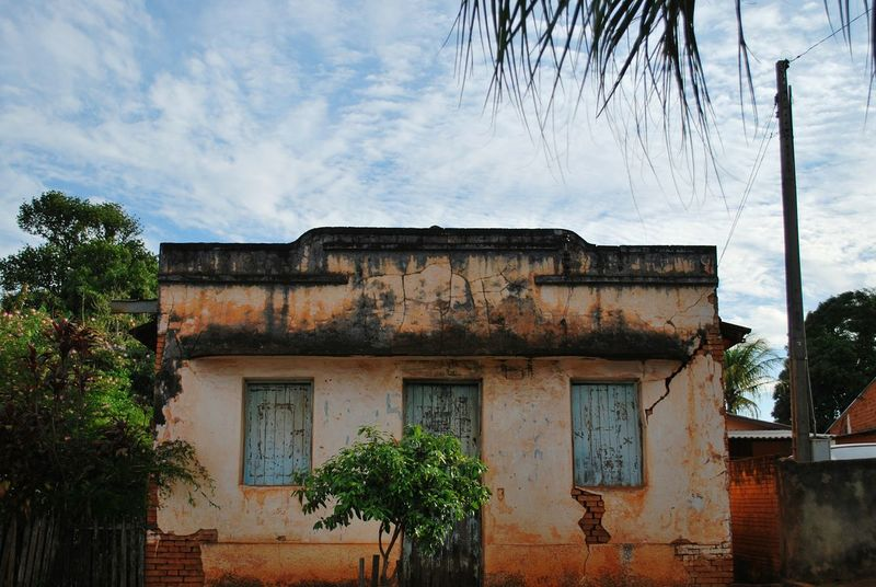 Outdoors Day Sky Cloud - Sky Old Old House Old Houses Old House Abandoned Exterior Urbanphotography Urban View Street View Streetphoto Urban Streetphotography Just Taking Pictures EyeEm Gallery EyeEm Best Shots EyeEm Best Pics Abandoned Abandoned Places Deterioration Weathered Popular House