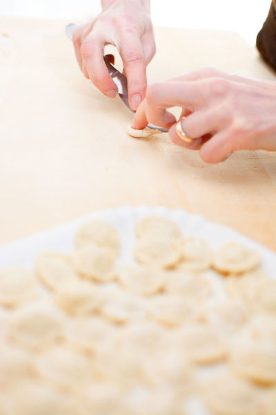 Knead orecchiette homemade Apúlia Baresi Bari Dough Flour Food Hand Handmade Hands Housework Italian Knead Kneading Macaroni Making Orecchiette Pasta Preparation  Prepare Puglia Strascinate
