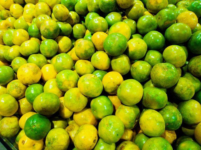 Green Peel Orange 🍊 🍊 Backgrounds Fruit Full Frame Citrus Fruit Yellow Sour Taste Close-up Green Color Food And Drink Farmer Market For Sale Shop Market Raw Street Market Lemon Tree Lime