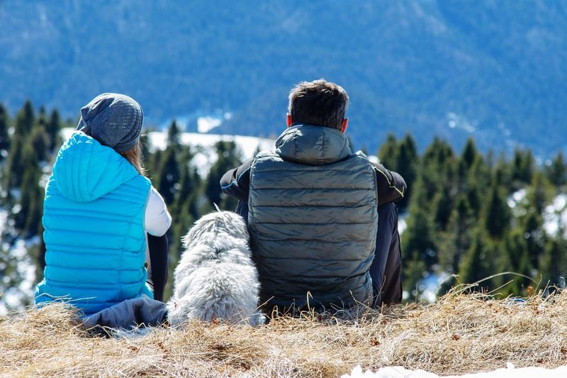 Looking away Dog Close Together Togetherness Together Forever Warm Clothing Friendship Togetherness Snowboarding Snow Winter Cold Temperature Bonding Men Adventure Hiker Teenage Couple Girlfriend Mature Couple Couple Ski-wear Ski Slope