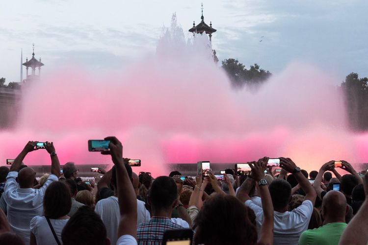 """XXI Century Society"" Wireless Technology Smart Phone Mobile Phone Photographing Technology Communication Large Group Of People Crowd Real People Tourist Attraction  Fountain Colorful Show Society Critique Barcelona Streetphotography Streetphoto_color Streetphotographer"