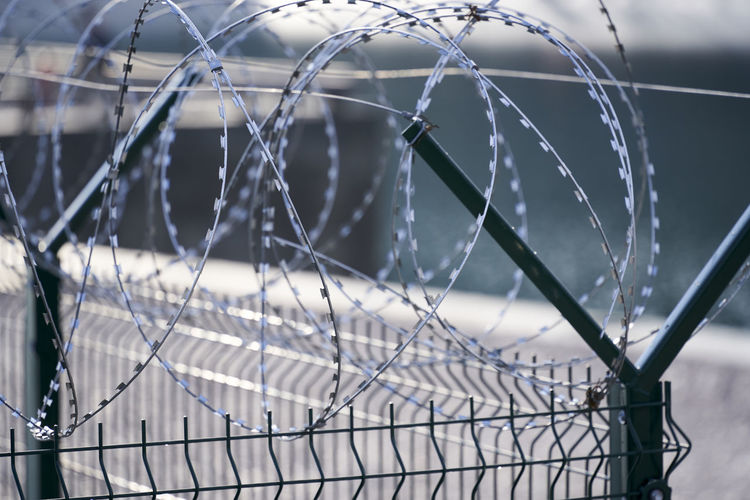 Barbed wire, barbed wire wall