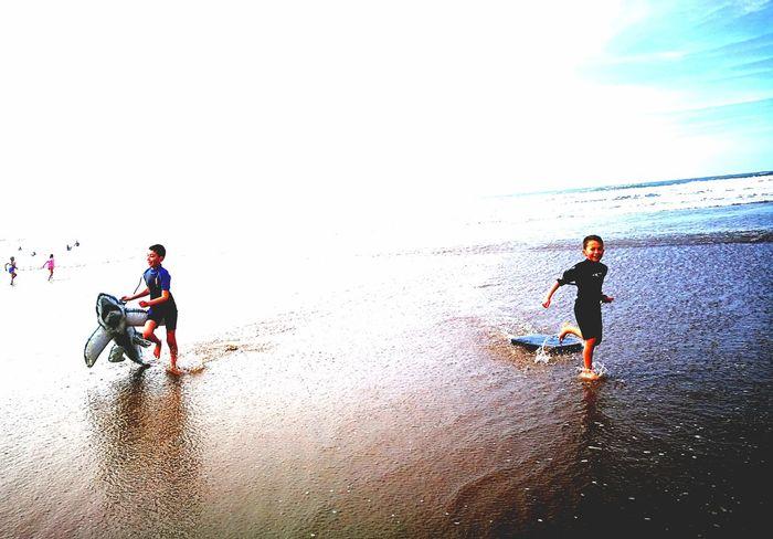 Devon Woolacombe P9 Huawei P9photography P9leica P9huawei Spring P9 The Boys Splishsplash Splish Splish Splash Color Fun Splish Splash Mucking About Running Beach Surfing Surfer Surf Photography Surfers Surfersparadise Sea Sea And Sky Seaside HuaweiP9