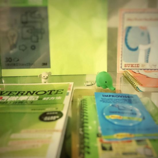 Two Elephants found in the office. EvernoteTaiwan 辦公室觀摩日 Evernote Elephant 大象 鑰匙圈 吊飾