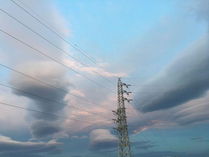 昨日の空だけど…すっごく変わった雲出てた! 雲 レンズ雲 ? 吊るし雲 ?