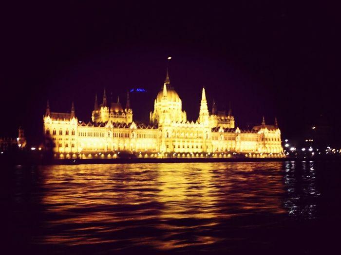 Night Lights Boathouse #budapest #budapeste #architecture #arquitectura #old #buildind #house Be Amazing