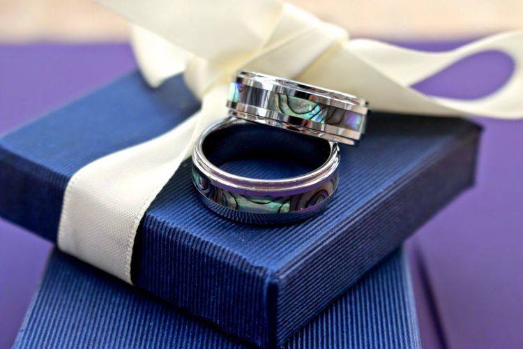Wedding rings on boxes