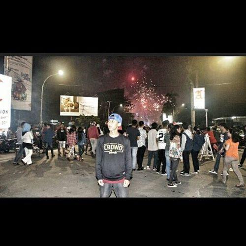 Selamat menjalani hidup,awal tahun yg bgitu indah Petasan Oi Makassar INDONESIA Crowdhouse
