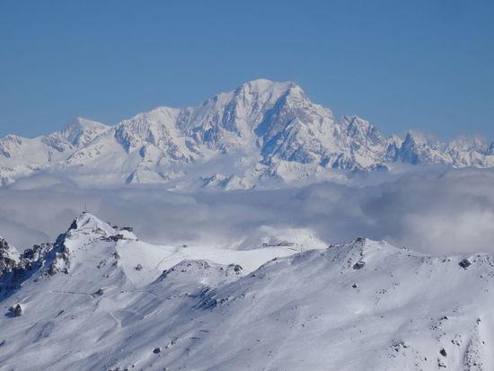 Le Mont Blanc 4810m Travel Destinations Les3vallées ValThorens  Winter Le Mont Blanc France🇫🇷 Skiing Meribel L Snow Snowcapped Mountain Nature Outdoors Mountain Range Beauty In Nature Sky Mountain Peak No People Scenics
