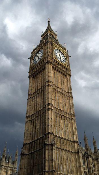 Big Ben London Elizabethtower Buildings & Sky Clouds And Sky