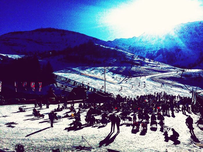 Mountain Snow Winter Cold Temperature Nature Outdoors Sky Beauty In Nature Sunlight Large Group Of People Tree Day Ski Holiday Clear Sky