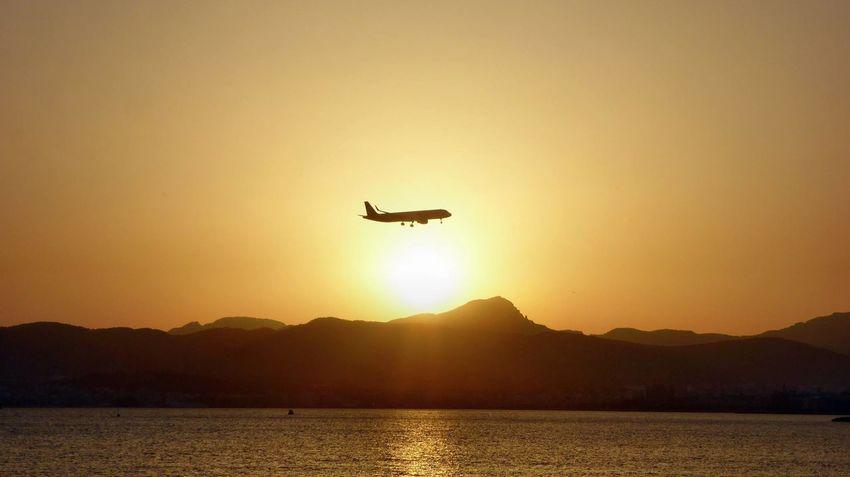 Aida AIDAblu Aidacruises Airplane Italy Livorno Mallorca Mondello Mondellobeach Mondello❤ Neapel Neapel Sehen Und Sterben Silhouette
