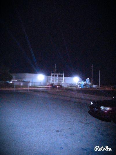 mucha contaminacion mucha luces electrica muy perjudicial para. nuestro mundo.