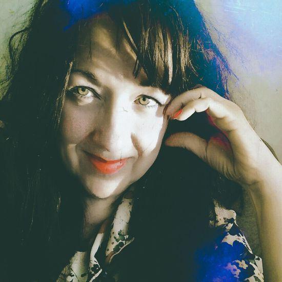 Portrait Beautiful Woman Selfie ✌ Women Multi Colored Mystery Self Portrait Around The World Art, Drawing, Creativity Portrait Of A Woman Selfportrait Green Eyes
