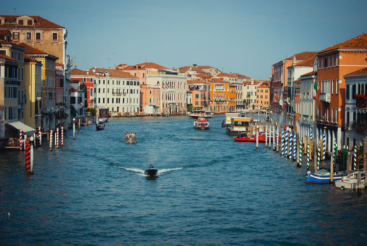 Venedig Architecture Building Exterior Built Structure Canal Water Mode Of Transport City Boat Still Life Landscape First Eyeem Photo Eyeem Photo EyeEm Gallery EyeEm Best Shots EyeEm Masterclass Hello World Battle Of The Cities People And Places. The Color Of Technology The Culture Of The Holidays