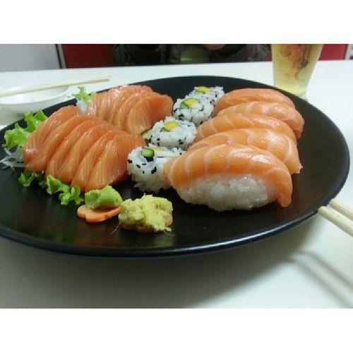 """Nada mais """"over"""" do que foto de comida. Nada mais provocativo, quando se trata de um japonês... tão básico, tão, tão, tãooooo... ai ai ai !!! Rs..."""