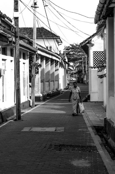Walking pass old houses and black cobbled streets. Galle Fort Gallle Travel SriLanka