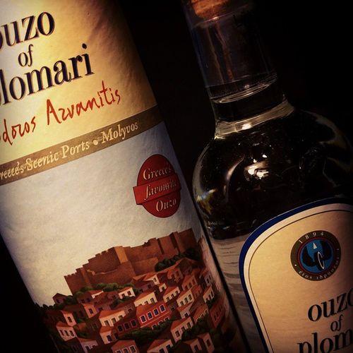 """""""Rakı içtiğin gün ölmezsin"""" demişti Cemal Süreya. Uzo için de geçerlidir umarım ? Ouzo Uzo Drink Joy bottle happy content instagood anis"""