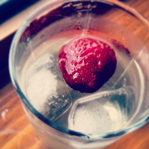 Strawberry Elderberry Blossoms Refreshing Drinks Eat More Fruit