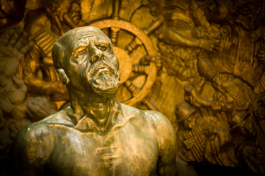 Ciudad Alfaro President Viejo Luchador Art And Craft Close-up Craft Day Eloy Alfaro Gold Gold Colored Human Representation Male Likeness Manabí No People Outdoors Sculpture Statue