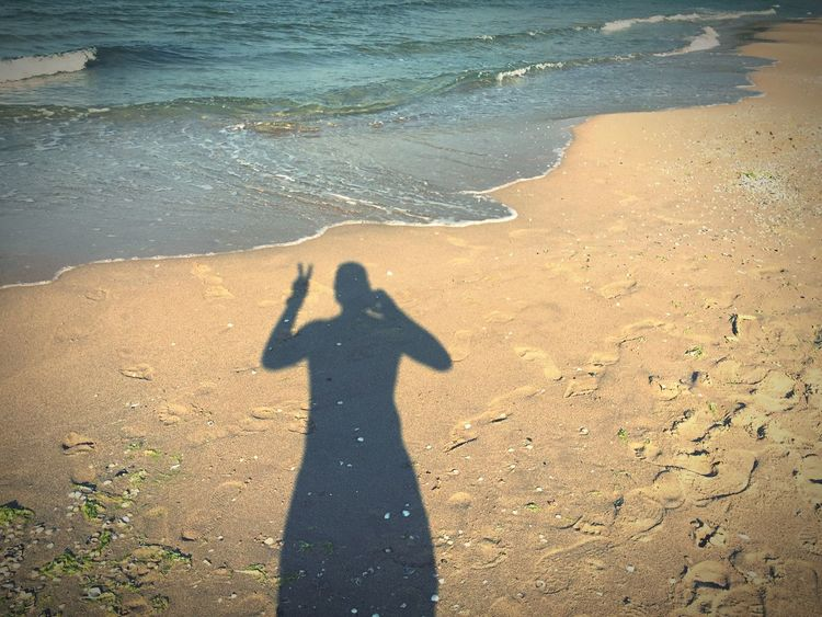 Creative Light And Shadow Sea Seaside Shadow Peace Peace ✌ Beach Deceptively Simple Water Summer www.pandevonium.com Feel The Journey