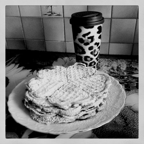 Coffeebreak with Waffles ?☕?☕? Enjoying Life Hanging Out Quality Time Waffeln Waffle Time Life Of Waffles Blackandwhitephotography Wafflemaker Homemade Waffles