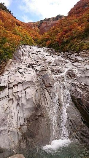 その名も布干岩w 巨大な一枚岩にして登山ルート、素手でよじ登る(´ー`A;) Landscape Mountains Nature Rocks Waterfalls Autumn Clouds And Sky Japan Enjoying Life EyeEm Nature Lover