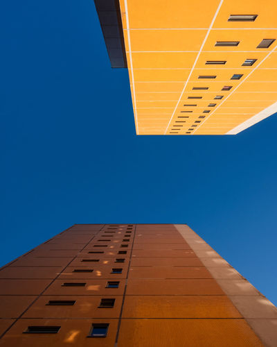 Lookingup Built Structure Blue Architecture Building Exterior Building No People Modern Outdoors City Minimalist Photography  Ralfpollack_fotografie Fujix_berlin Clear Sky Sky Low Angle View Copy Space Tower Skyscraper Directly Below Lookingup 17.62°