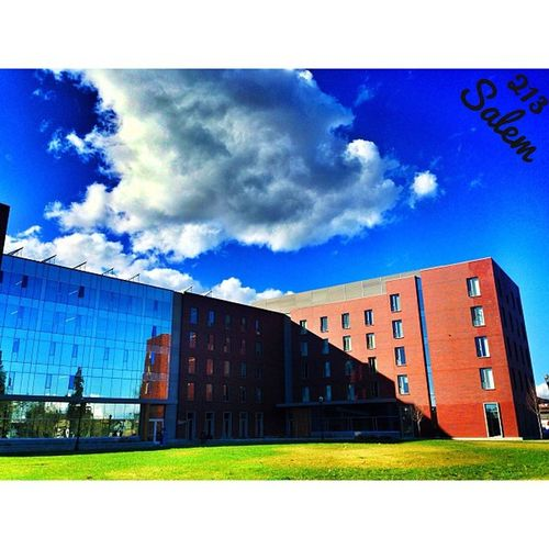Beautiful weather earlier today 😍 OSU Oregonstateuniversity Corvallis Oregon Clouds CloudGramin InstaCloud Sunny SunLight building glassbuilding reflection