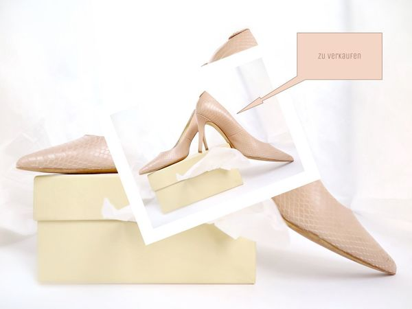 Close-up Lieblingsteil Shoe Only Women Pair Text White Background Pastel Colors Pastel Pink Only For Women White Album Beauty Lifestyles High Heels Still Life Fashion&love&beauty Fashion For Sale Font No People Day Studio Shot Collage