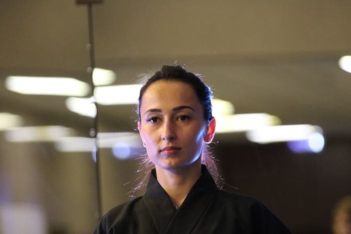 Japanese old style fencing Katana Laido Kendo Fencing Portrait Headshot One Person Looking At Camera Indoors  Young Adult Adult Front View Business Real People Focus On Foreground Women Business Person Young Women Office Hair Close-up Businesswoman Contemplation