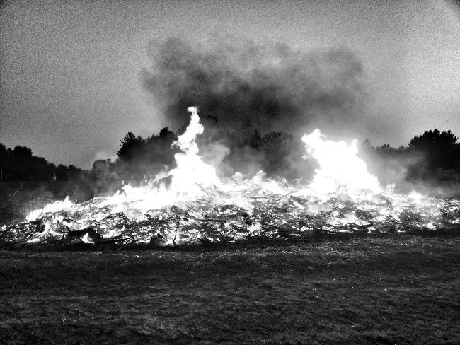 Bnw_friday_eyeemchallenge Pyromantic Osterfeuer
