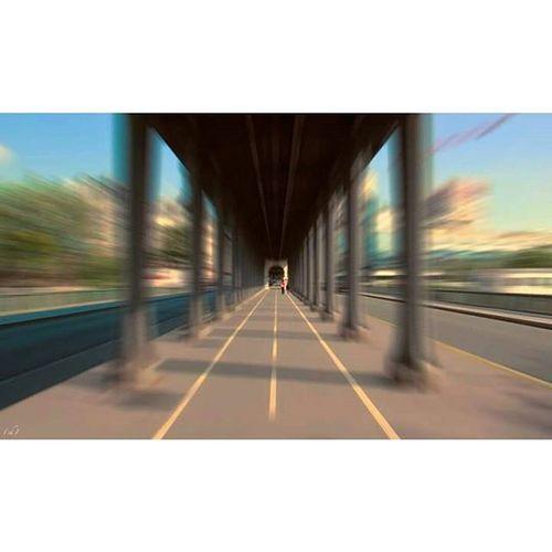 Speedhakeim Speed Birhakeim Pontbirhakeim Paris Art Architecture Inception Bridge Pont Walkers Footpath Pietons Lines Lignes Accent