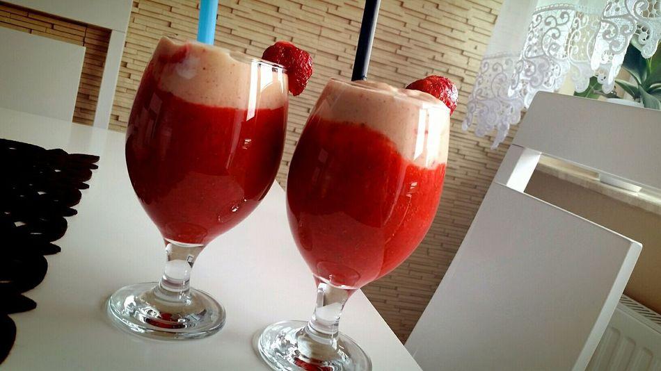 Strawberries Koktail Pycha