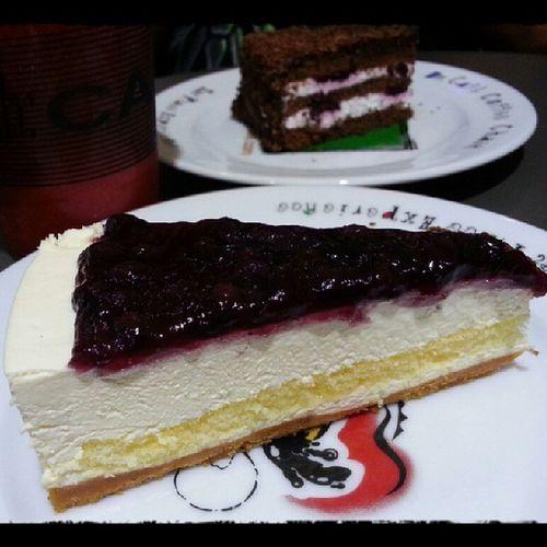 Light & tasty blueberry cheesecake! Cheesecake Dessert Foodporn Yummy food instafoodfoodie foodgasm happytummy