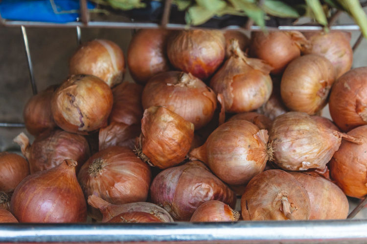 Onion For Sale Farmer Market Dried Food Display Fish Market Street Market Stall Crushed Ice Raw Price Tag Dim Sum Retail Display Shop Red Chili Pepper Market Stall Market Vendor Dried Fish  Flower Market Dried Fruit Anise