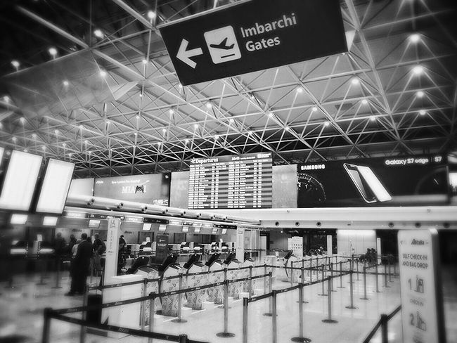 Traveling .... Airport Indoors  Transportation Traveling Home For The Holidays Smartphone Photography New Perspectives Big City Life Travel Photography Traveling Black And White Rom Blackandwhite Blackandwhite Photography Monochrome Photography Flying Let's Go. Together.