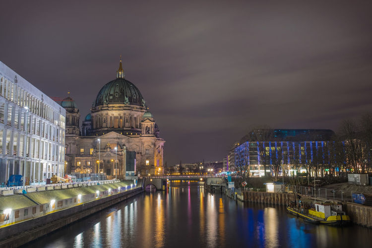 Berlin cathedral by spree river against sky