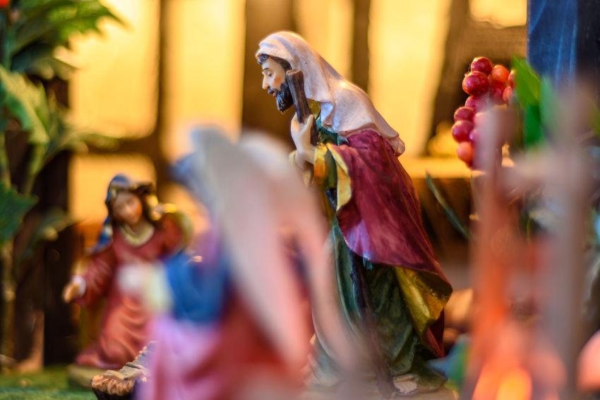 Weihnachtskrippe / Nativity Scene Advent Christmas Figure Glaube Und Religion Jesus Jesus Christ Joseph KRIPPE Maria Nativity Scene Weihnachten Christmas Decoration Christmastime Crib Figurine  Heilig Josef König Religion Statue