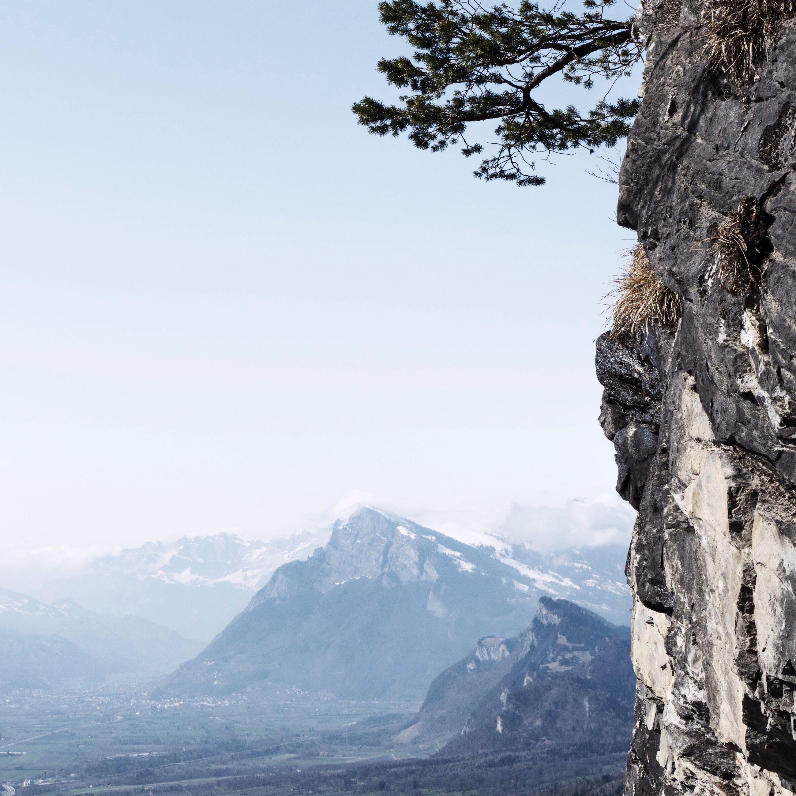 mountain, tranquility, tranquil scene, scenics, beauty in nature, clear sky, tree, landscape, mountain range, nature, non-urban scene, snow, winter, copy space, cold temperature, idyllic, remote, sky, day