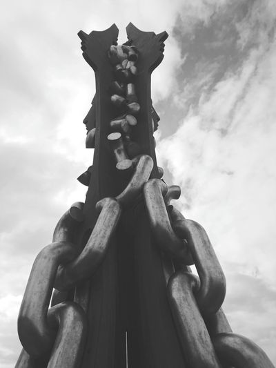 2 faced Redcar Black And White Steel Structure  Eyyeem EyeEm EyeEm Best Shots EyeEmNewHere EyeEm Gallery EyeEm Selects EyeEmBestPics Statue Sculpture City Sky