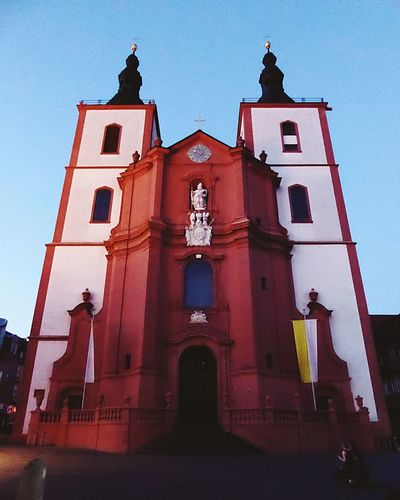 Yellow And White Pope Flag World Church Katolic Church Fulda Valley Fulda Germany Fulda Cathedral Fulda City A Night Shot Architecture Built Structure Building Exterior Building Sky Religion Red History The Past Low Angle View Place Of Worship Nature Belief Clear Sky Spirituality Window Tower Outdoors
