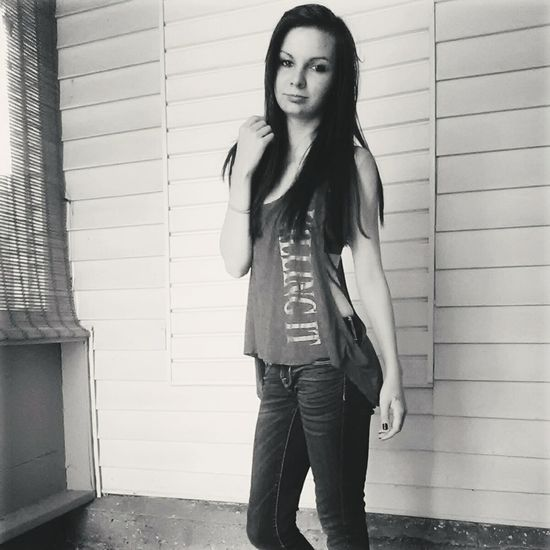 Model Me Young Women Browneyes Fashion Beauty Hair Home Modeling Jeans Standing Body Shot Greyfilter Long Hair Young Adult Fashionable Fitness EyeEmNewHere Adapted To The City