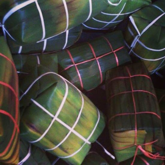 BURASAK, Mak Ida dengan Abah dah siap ikat, tinggal nak rebus je,.. A TRADISIONAL hand made.. BUGIS SPECIAL menu for Hari Raya.. What inside?? How we do? Most important is, how it taste?? Come to Malaysia,.. Visit Malaysia, Holiday in Malaysia, well i'm in Johor Darul Takzim. Malaysiancultureandherritage Specialmenuforourbigday Cuticutimalaysia Traditional . Travel Awesomefood Food Menu Specialmenu Instagram Follow4follow Followme