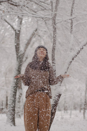The girl in the snowing day