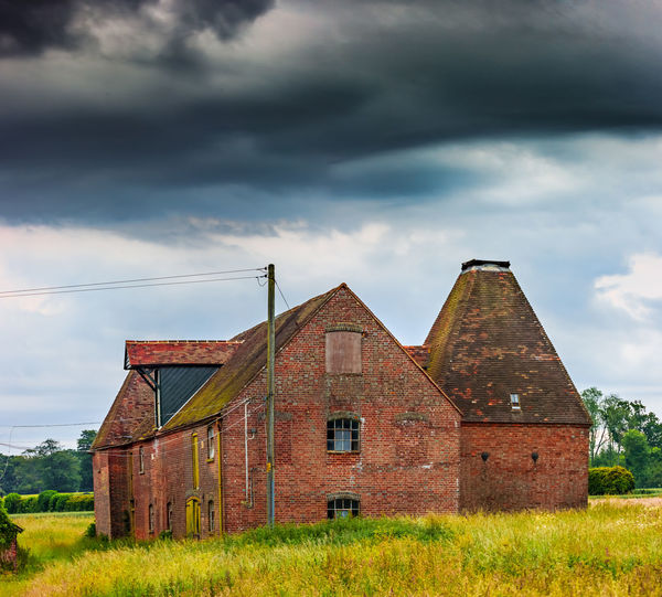 Oast House, Garden Of England, Kent, England. Architecture Sky Built Structure Nature No People Plant Hops Beer Brewing Iconic Buildings Vivid International Getty Images EyeEm Gallery Travel Destinations Tourism Sunrise Countryside Rural Scene History Cloud - Sky Building Exterior Grass Field Land Building Landscape House Day Farm Agriculture Outdoors Barn