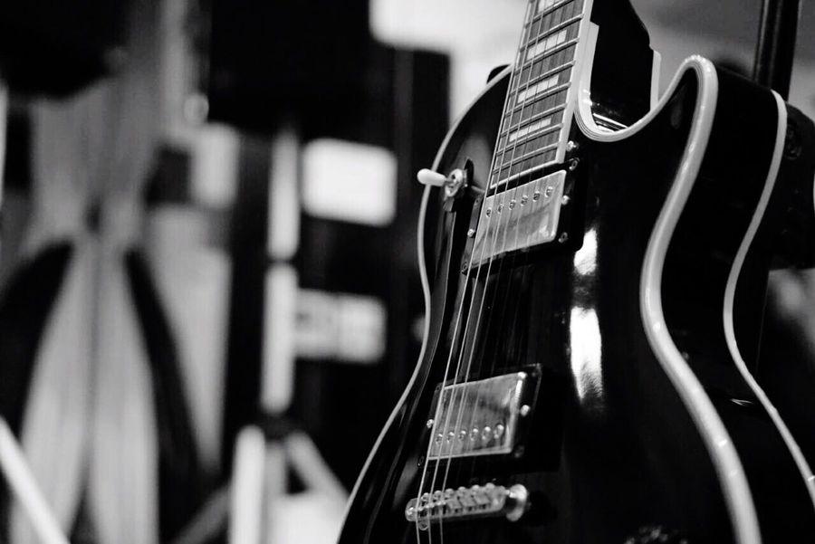 Guitar Playing Guitar Lespaul Lespaulcustom Music Nomusicnolife Blackandwhite Musicstudio